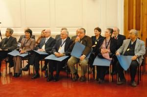 El profesor González en compañía de los otros académicos de la PUCV, que fueron condecorados